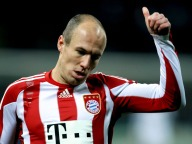 6/15. Arjen Robben i tettsittende Bayern München-drakt.